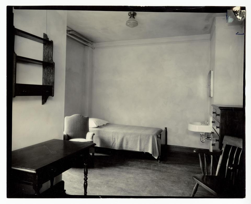 slu photographs mens res dorm room